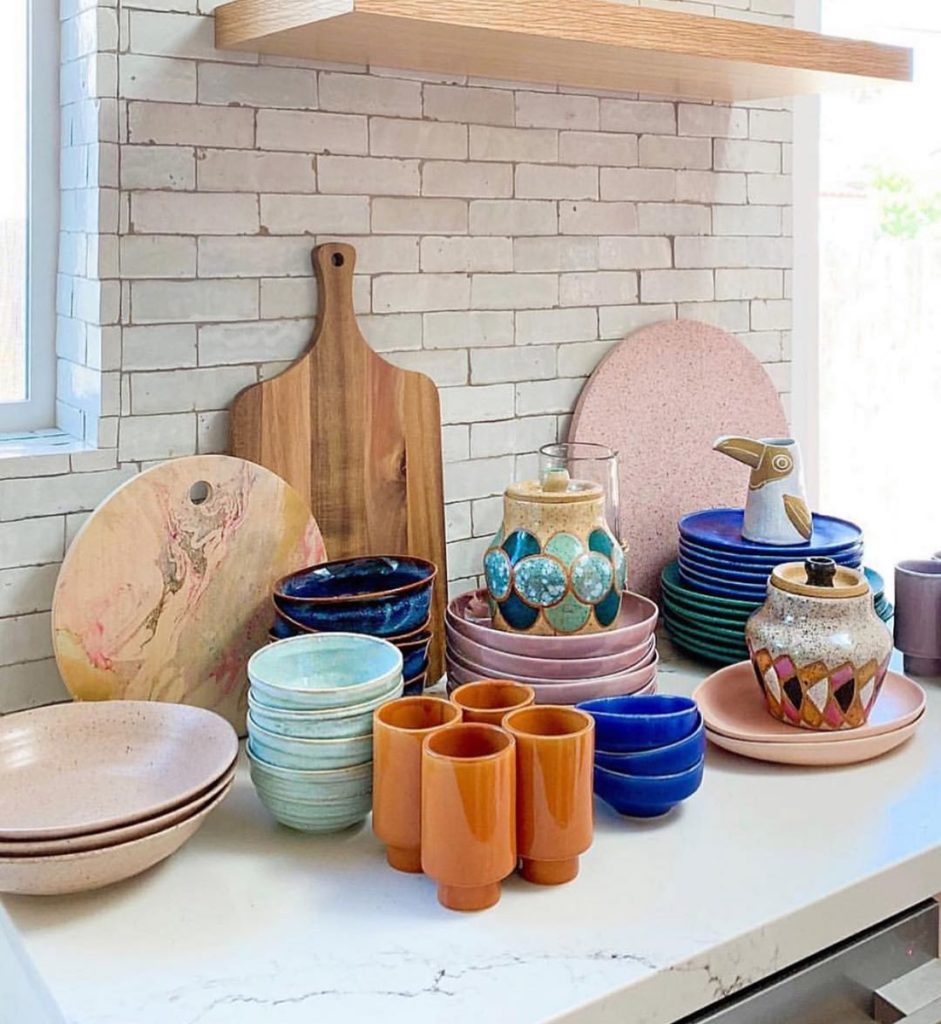 Because colorful dish-ware can make your whole kitchen! We love this collection ...