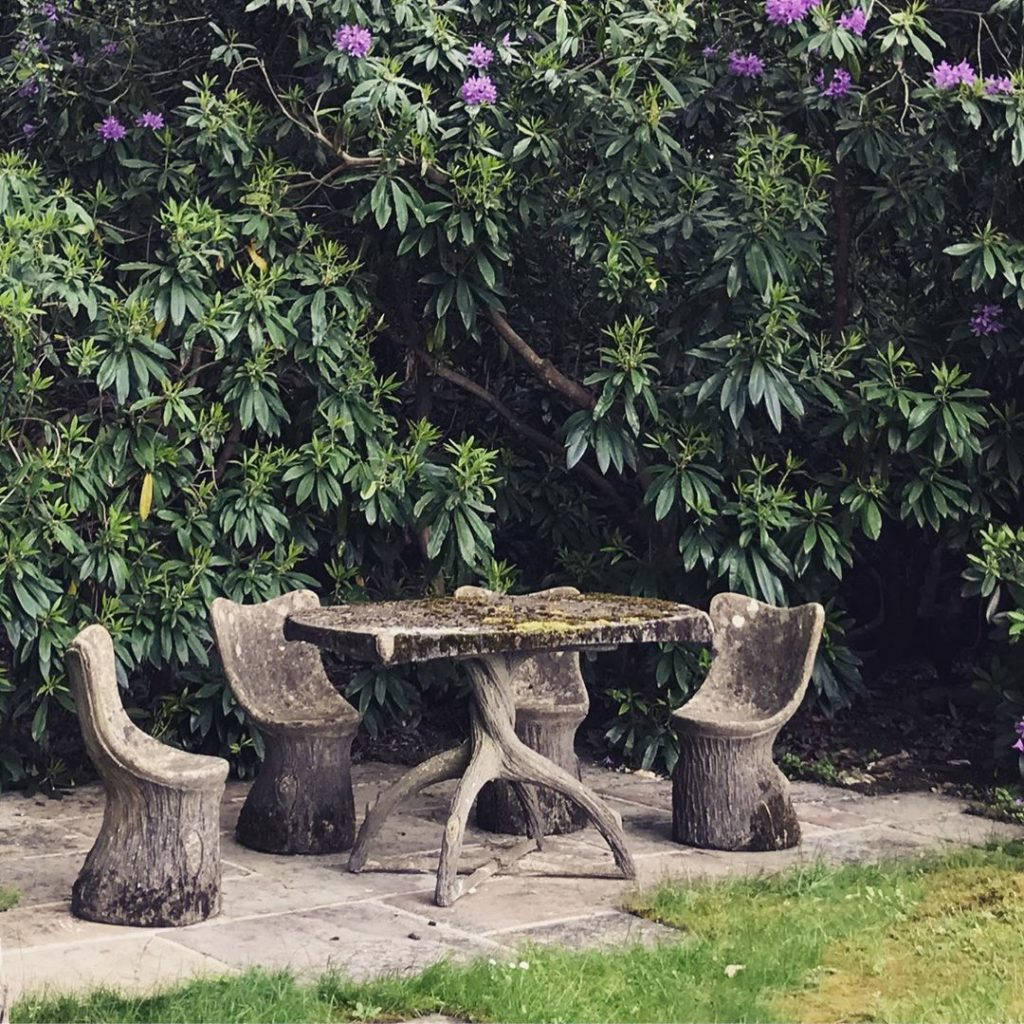 Take a seat #rusticated #beauties @woolbeding.gardens_nt #chic #covetable...