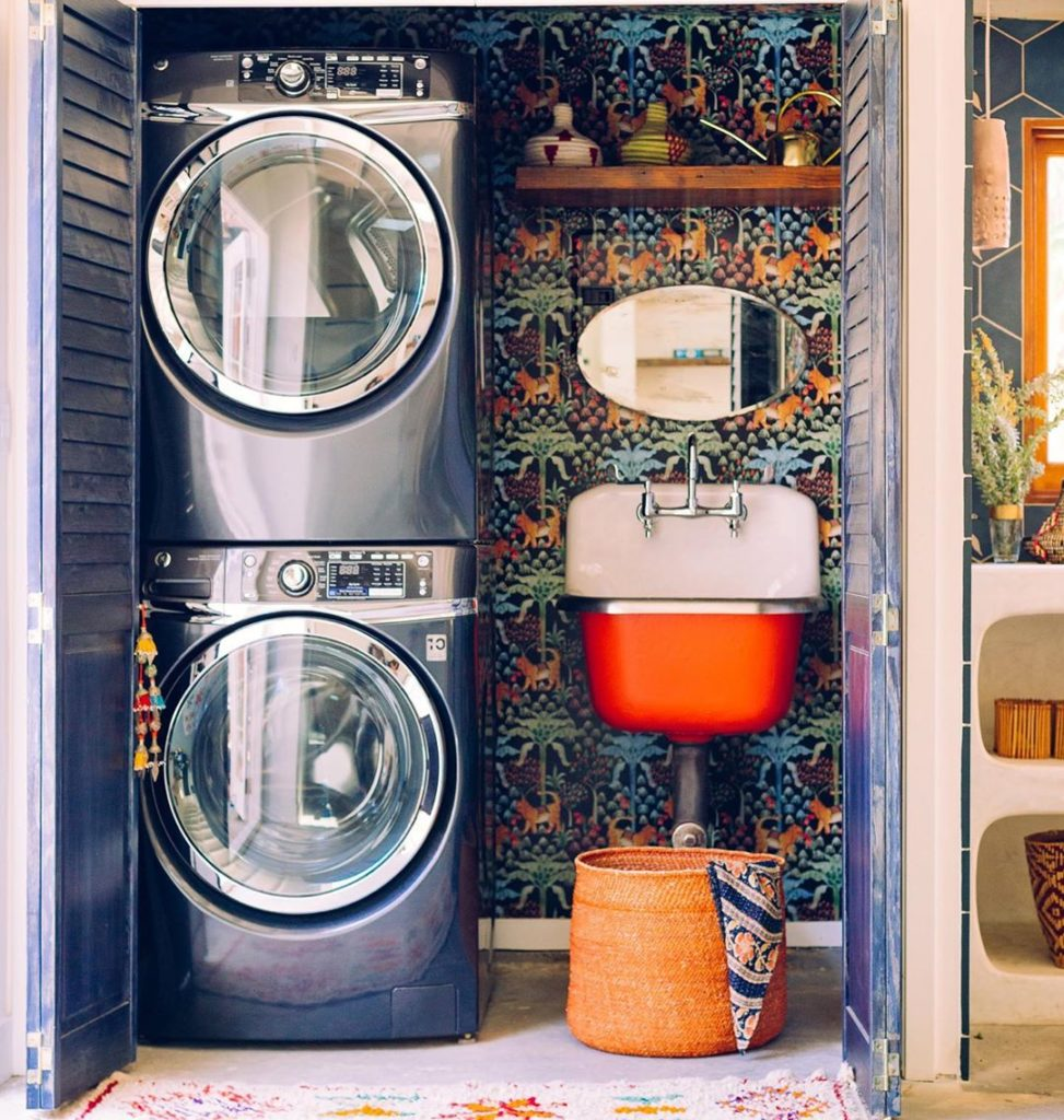 Because laundry rooms want to be jungalicous too. #jungalow . . . . . #bohemianl...