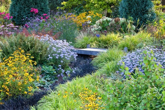 Isn't this just like a painting?! . . Get planting advice, garden design tips an...