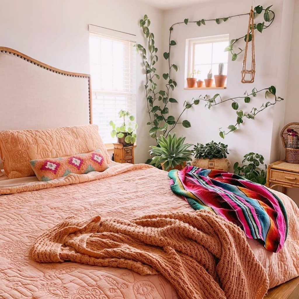 @lo_bruner is giving us alllll the good vibes with her peach Hamsa quilt and all...