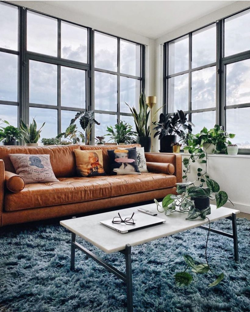 Happy plants and happy feet from @heydavina featuring our Caspia rug  #justinfor...