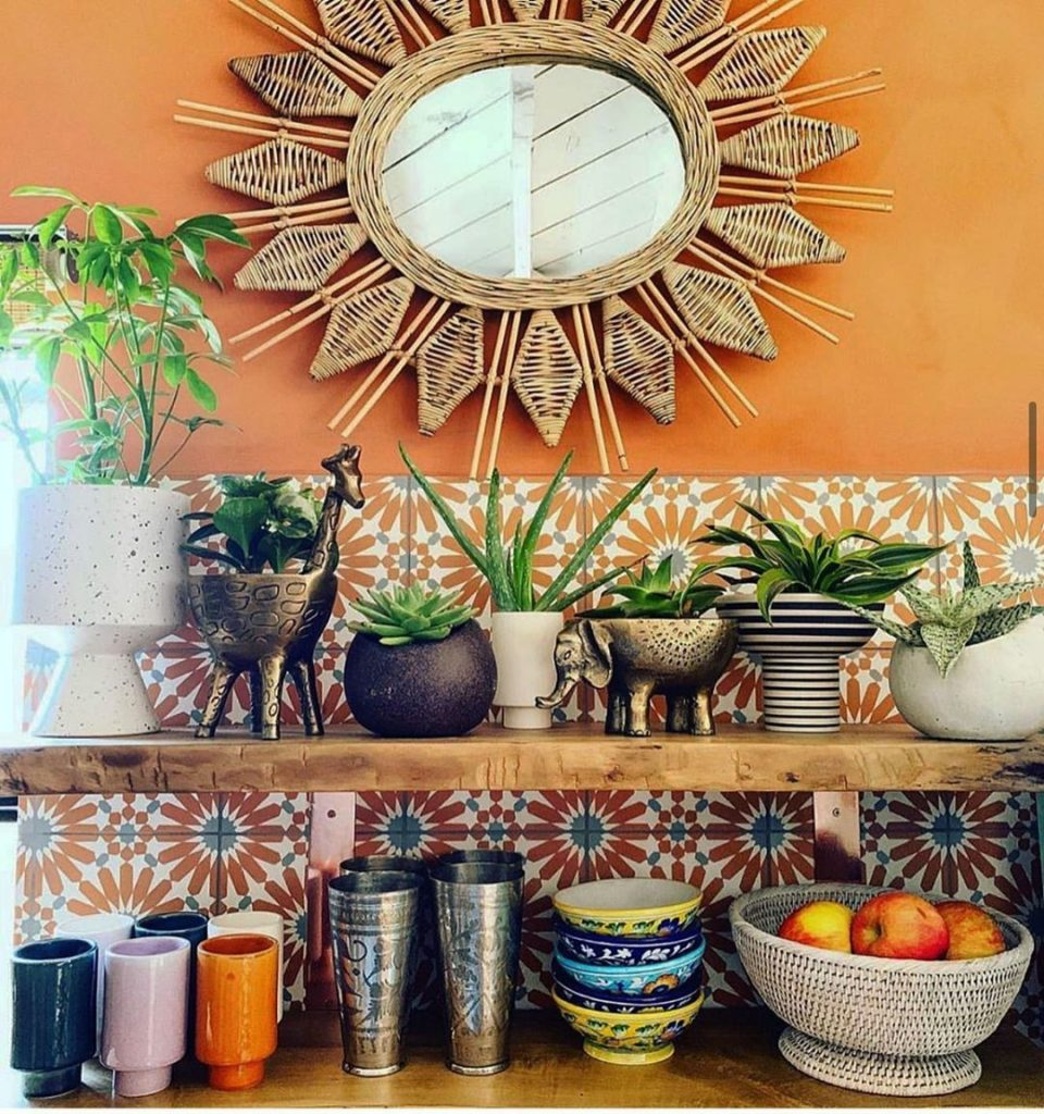 Open shelves means lots of room for pretty things  #jungalow...