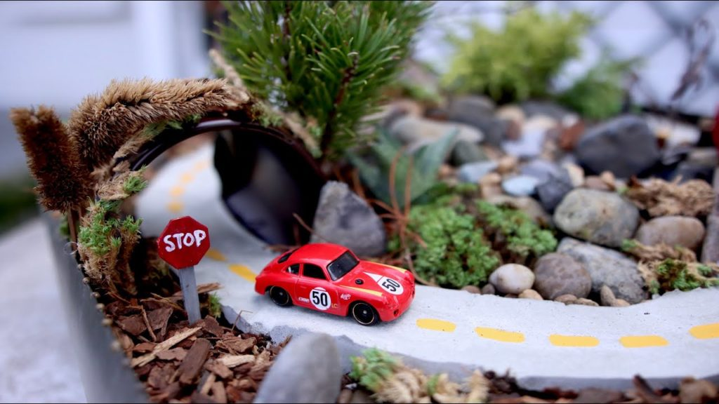 Hot Wheels Miniature Garden 🚗🌿// Garden Answer