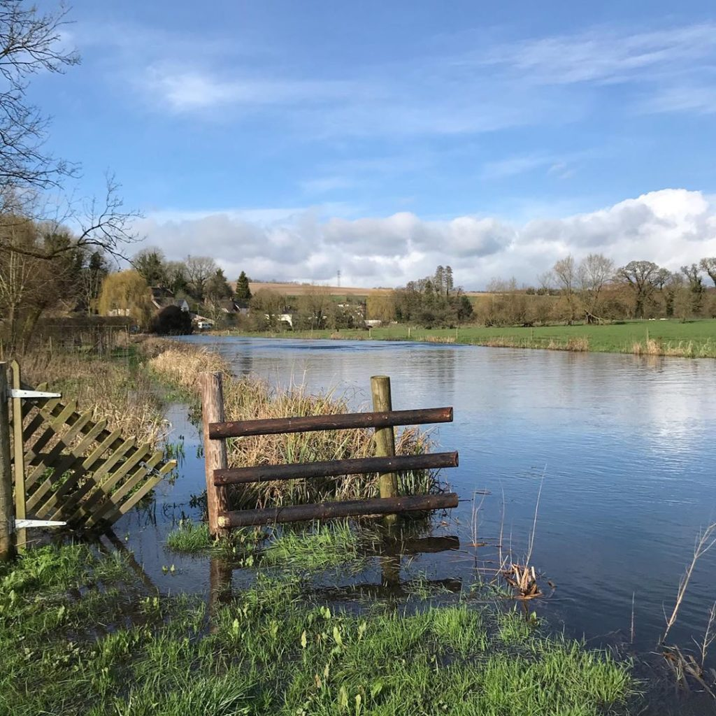 ##swipe to see #riveravon #woodfordvalley in #full-spate #flooding and moving ve...