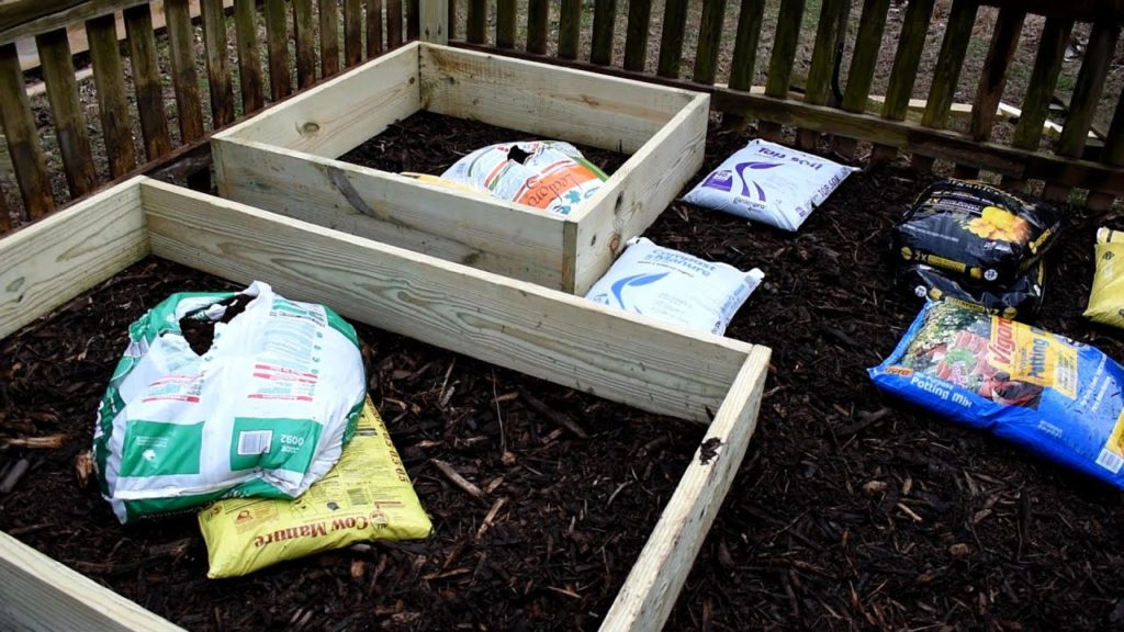 Understanding Bagged Garden Soils & Filling Raised Beds: What's in the Bags & Making Your Own Mix